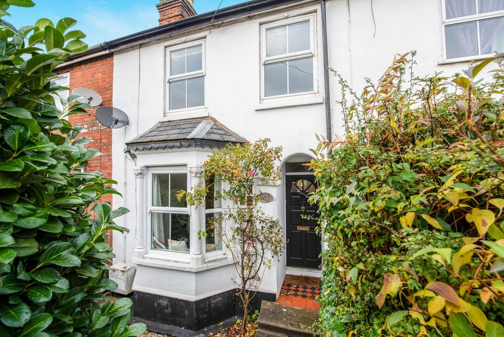 3 bed house for sale in London Road, High Wycombe  - Property Image 2