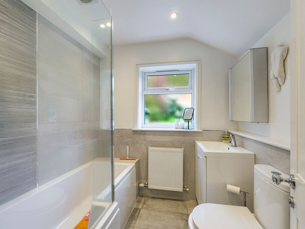 3 bed house for sale in London Road, High Wycombe  - Property Image 5