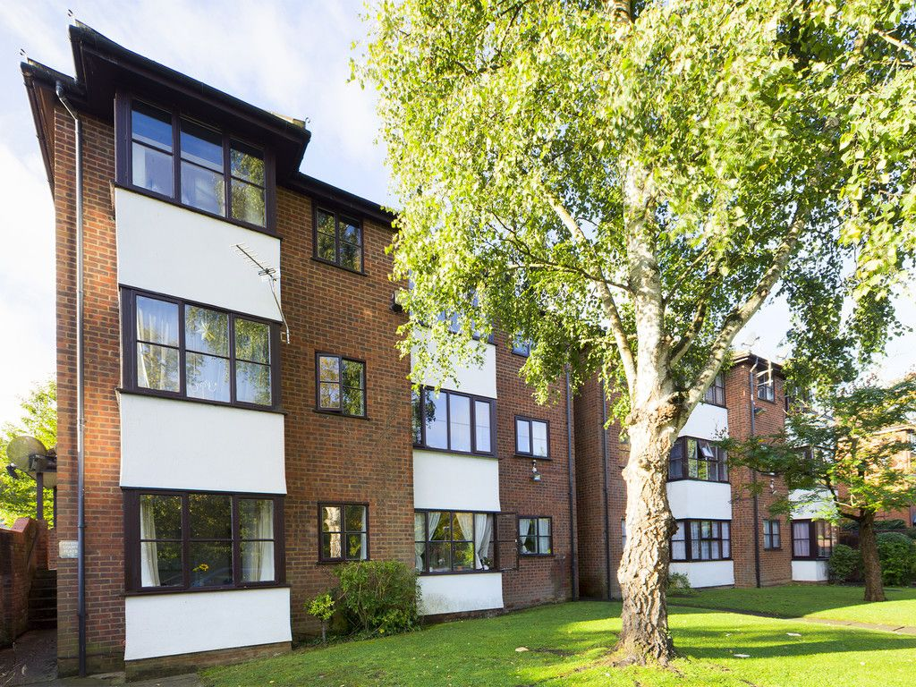 1 bed flat for sale in Fryers Court, Eaton Avenue, High Wycombe, HP12