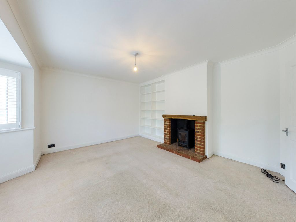 3 bed house to rent in London Road, High Wycombe 3