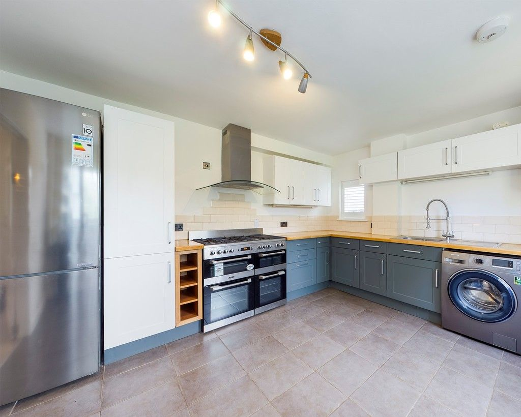 3 bed house to rent in London Road, High Wycombe  - Property Image 5