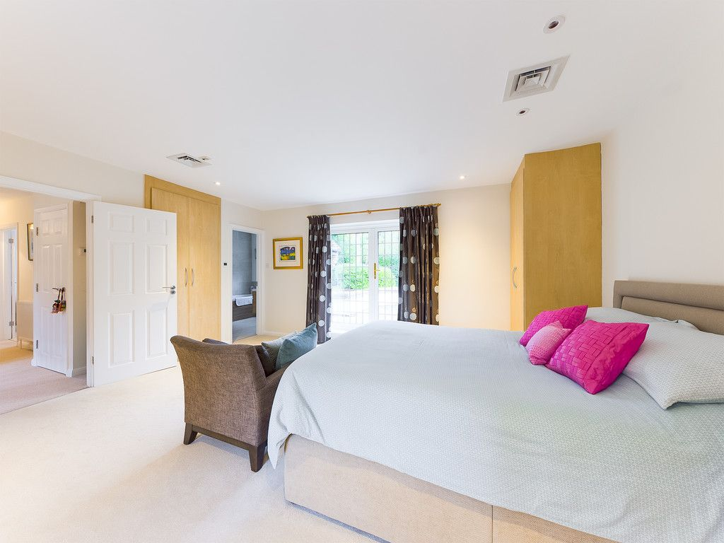 5 bed house for sale in The Woodlands, Penn  - Property Image 10