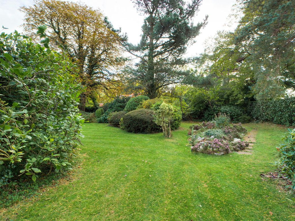 5 bed house for sale in Wycombe Road, Prestwood  - Property Image 2