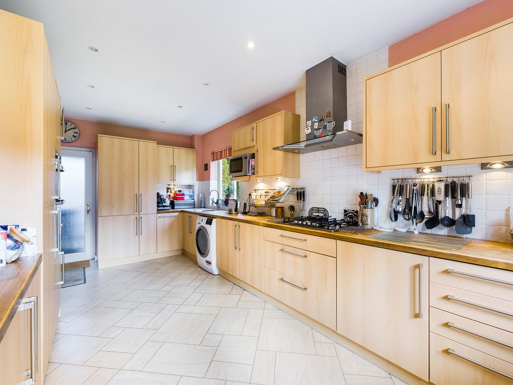 5 bed house for sale in Wycombe Road, Prestwood 6