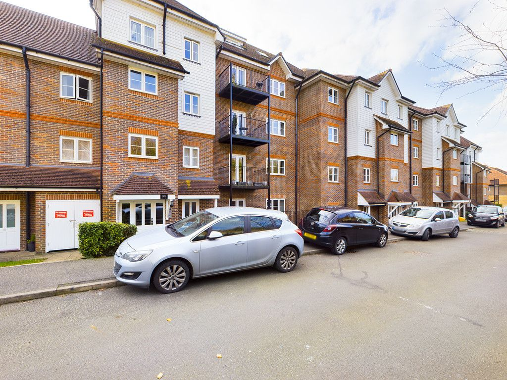 2 bed flat for sale in Aspen Court, High Wycombe, HP13