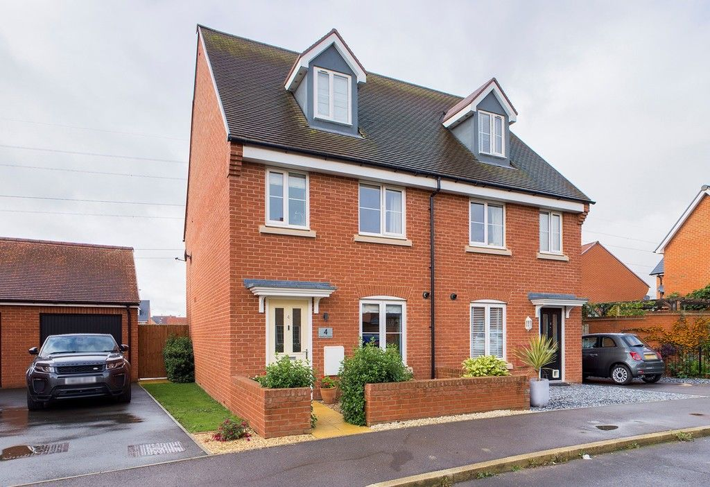 3 bed house for sale in Merton Close, Aylesbury, HP18
