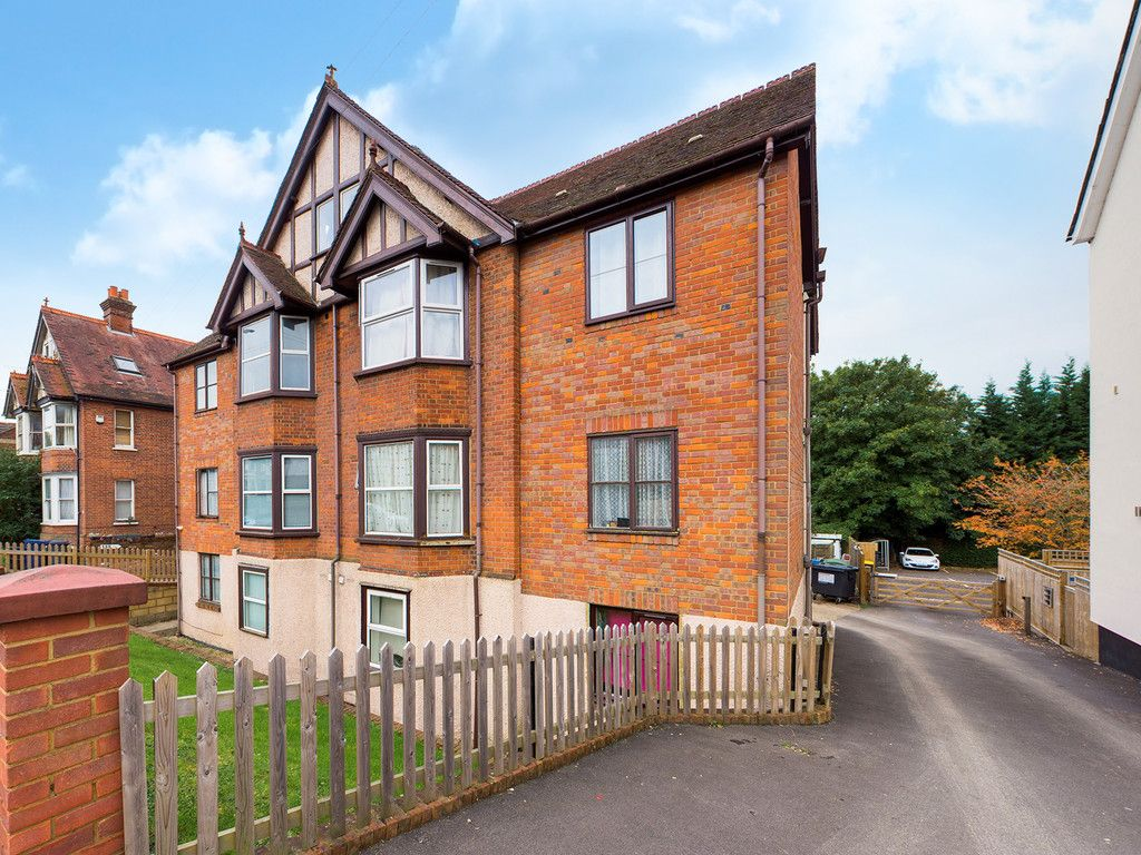 1 bed flat to rent in West Wycombe Road, High Wycombe  - Property Image 1