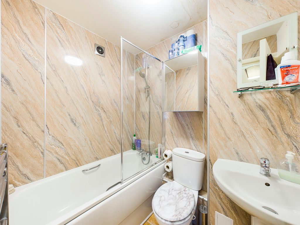 1 bed flat to rent in West Wycombe Road, High Wycombe 3