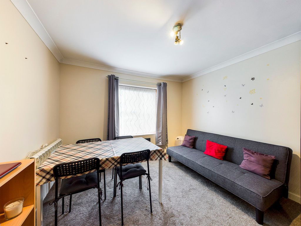 1 bed flat to rent in West Wycombe Road, High Wycombe 4