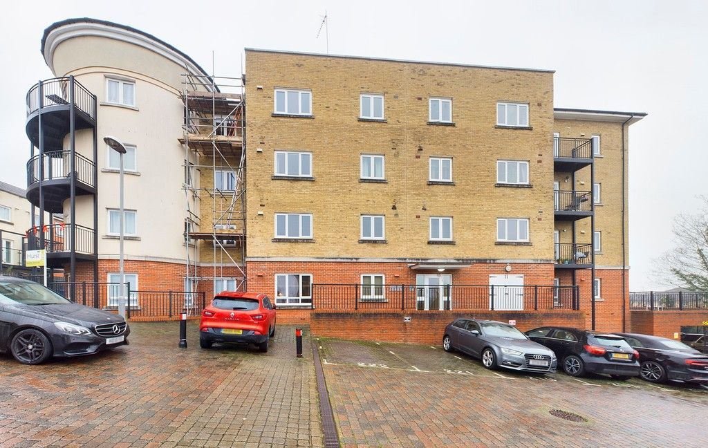 2 bed flat for sale in Mathews House, Tadros Court, HP13