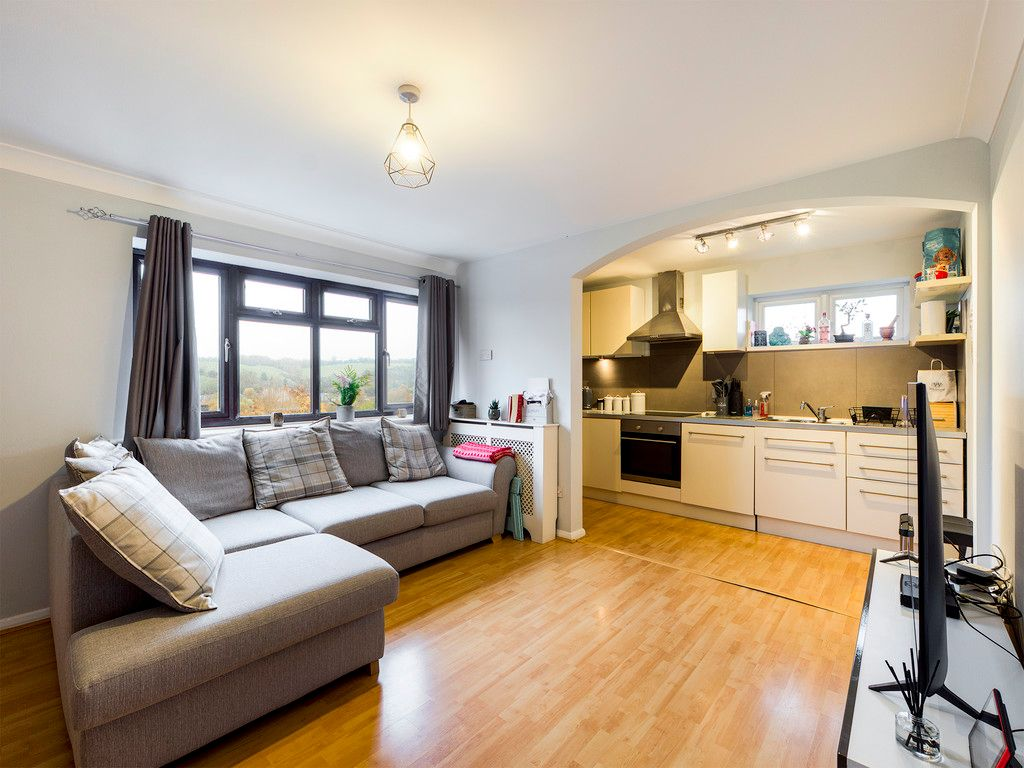 2 bed flat for sale in The Pentlands, High Wycombe 2