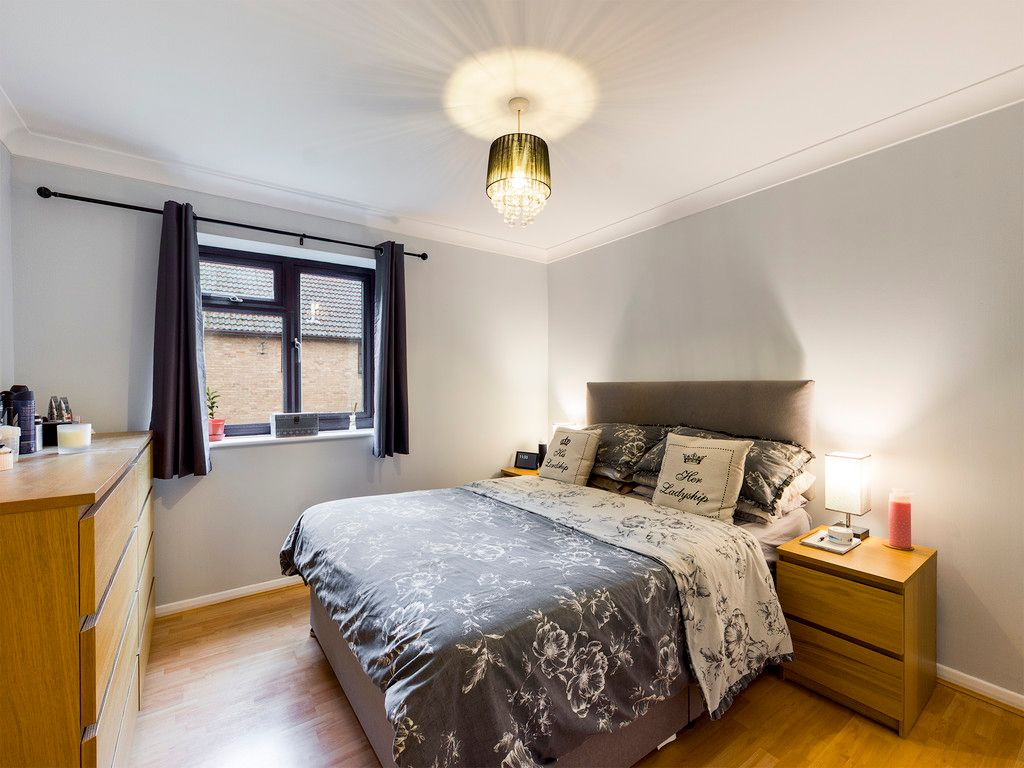 2 bed flat for sale in The Pentlands, High Wycombe  - Property Image 3