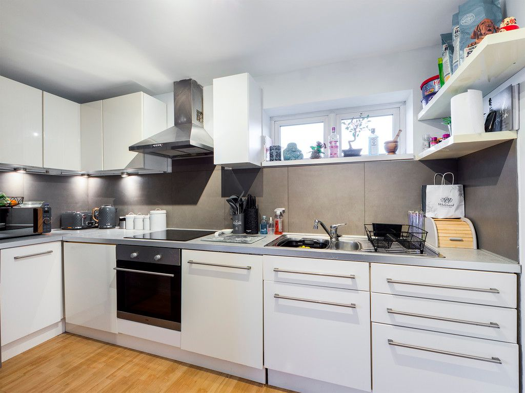 2 bed flat for sale in The Pentlands, High Wycombe  - Property Image 4