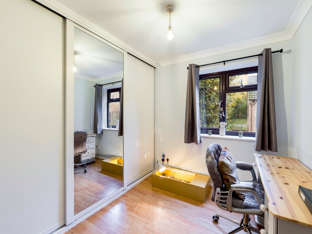 2 bed flat for sale in The Pentlands, High Wycombe  - Property Image 5