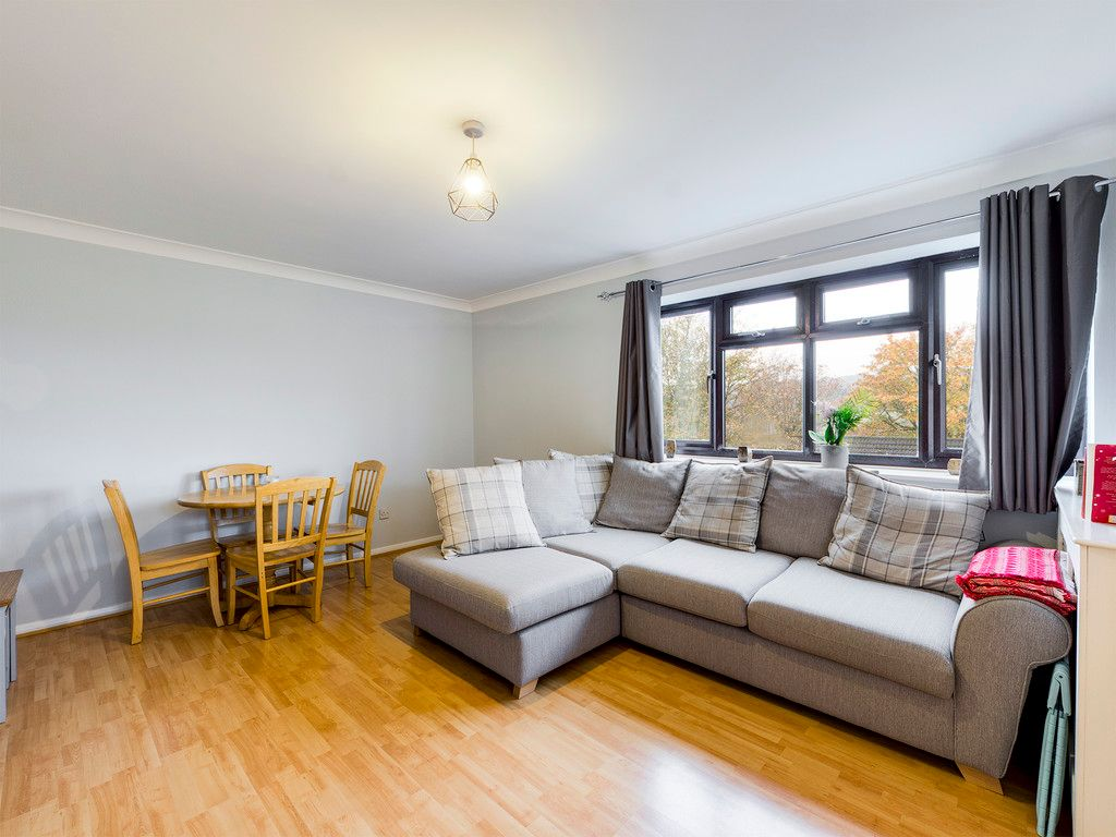 2 bed flat for sale in The Pentlands, High Wycombe  - Property Image 6
