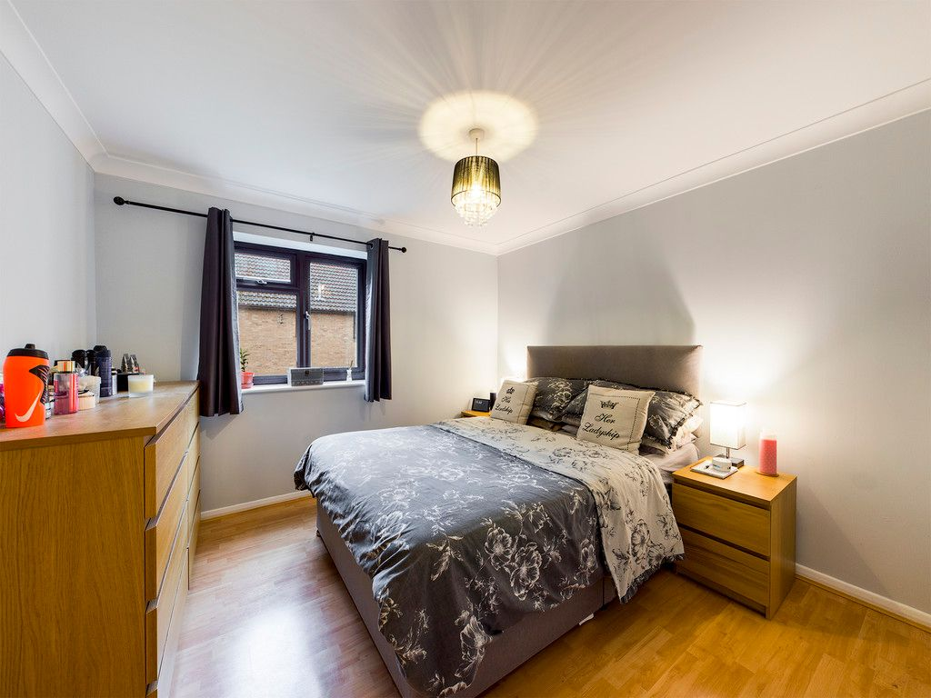 2 bed flat for sale in The Pentlands, High Wycombe 7