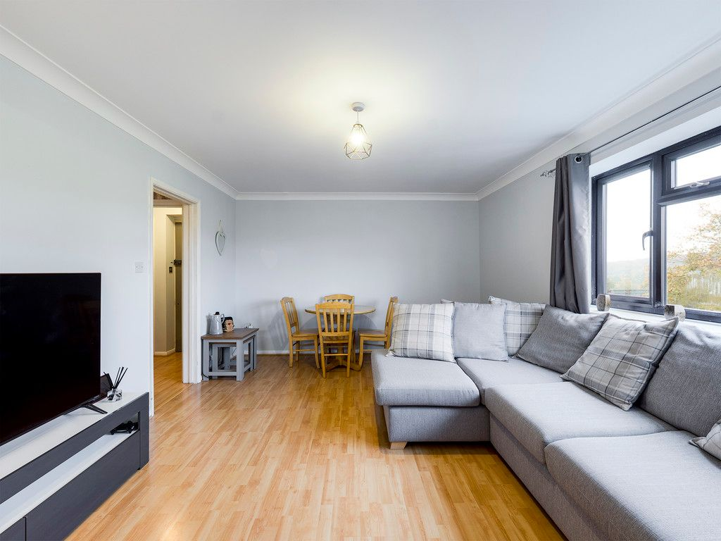 2 bed flat for sale in The Pentlands, High Wycombe  - Property Image 8