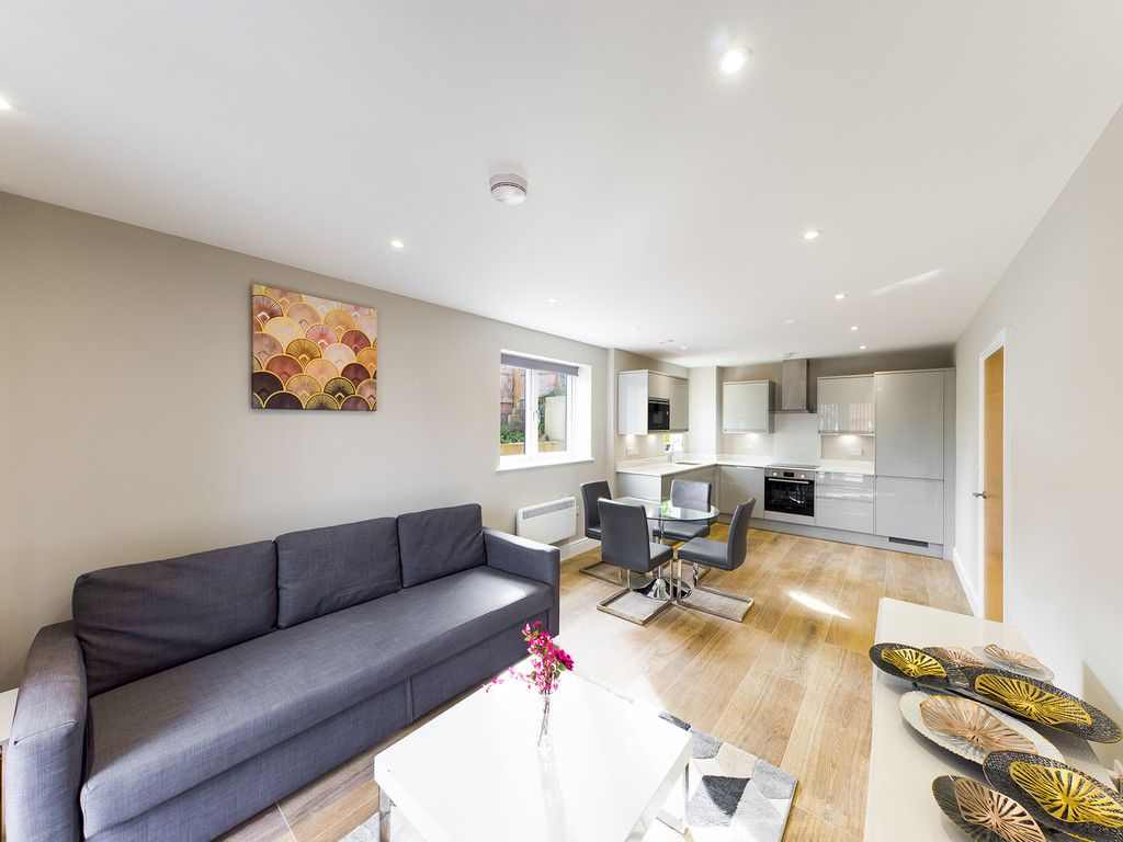 2 bed flat to rent in Kingsmead Road, High Wycombe  - Property Image 2
