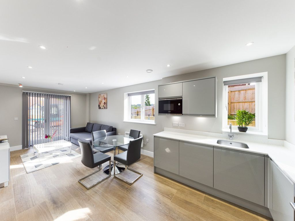 2 bed flat to rent in Kingsmead Road, High Wycombe  - Property Image 5