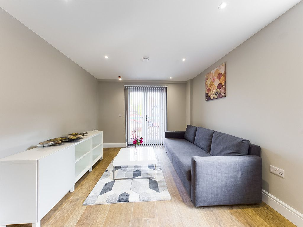 2 bed flat to rent in Kingsmead Road, High Wycombe 6