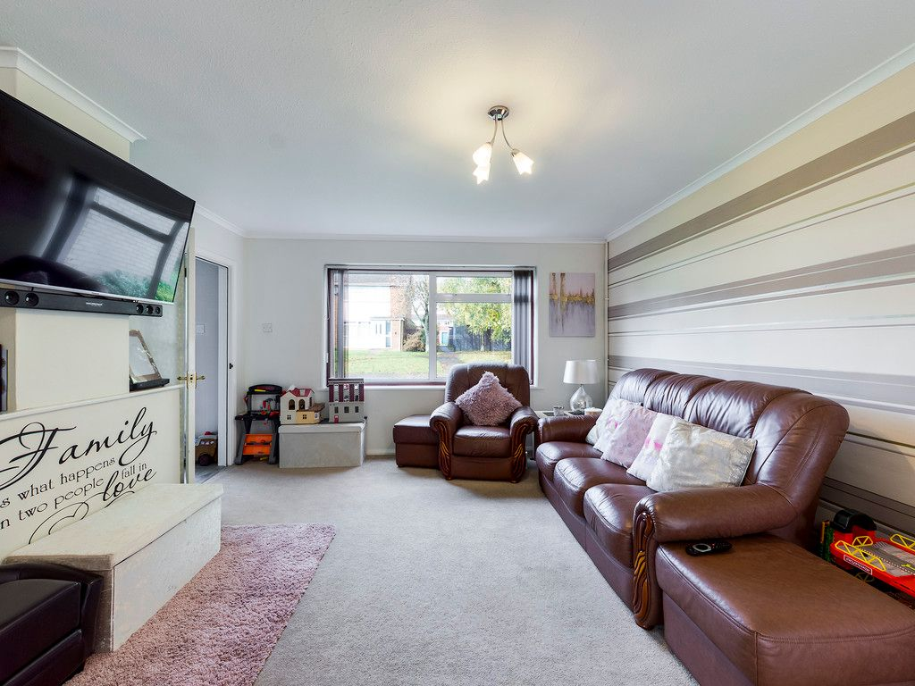 3 bed house for sale in Firs Close, Hazlemere, High Wycombe 4