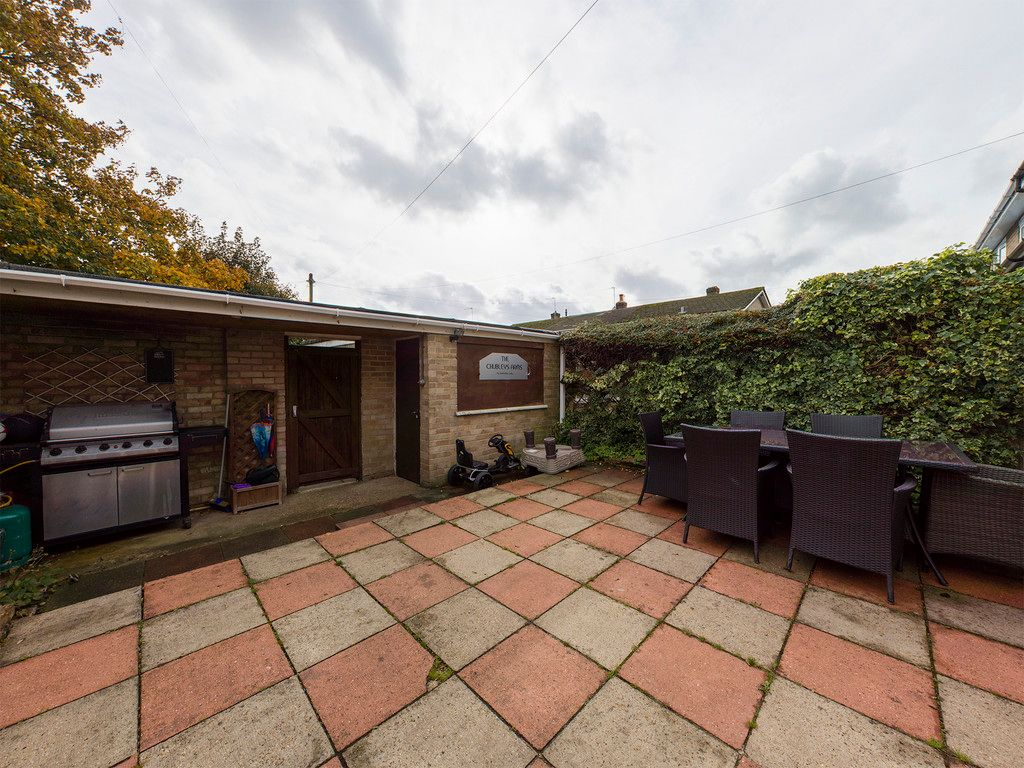 3 bed house for sale in Firs Close, Hazlemere, High Wycombe 5