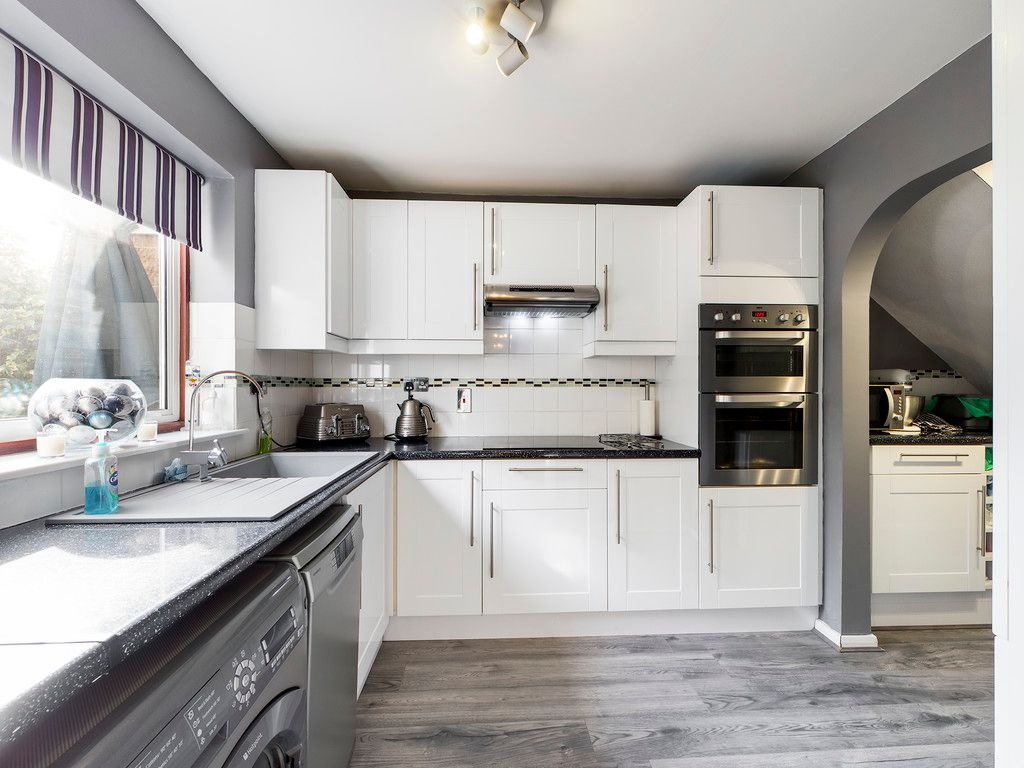 3 bed house for sale in Firs Close, Hazlemere, High Wycombe  - Property Image 6