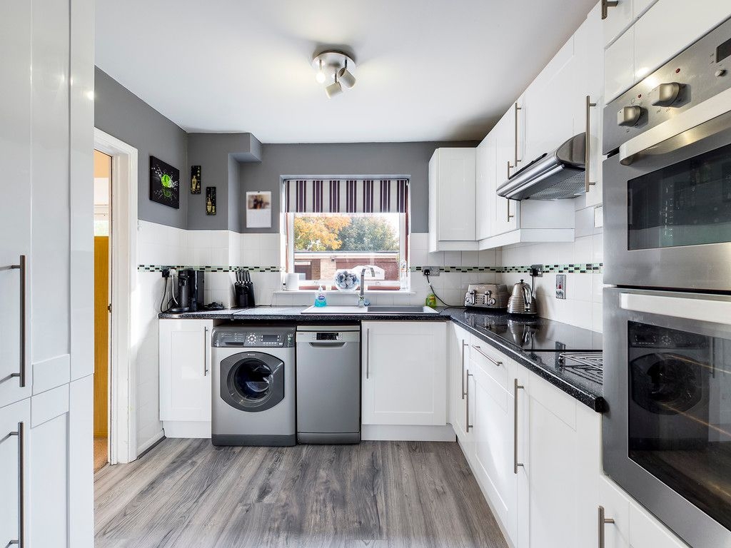 3 bed house for sale in Firs Close, Hazlemere, High Wycombe  - Property Image 7
