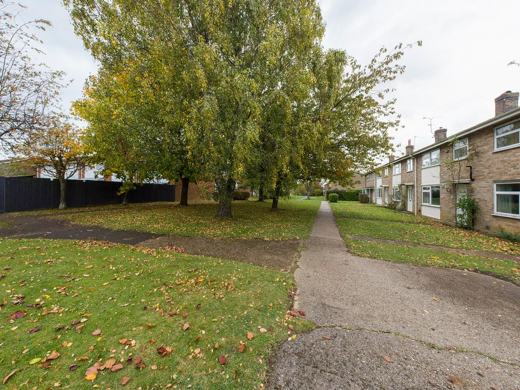 3 bed house for sale in Firs Close, Hazlemere, High Wycombe  - Property Image 9
