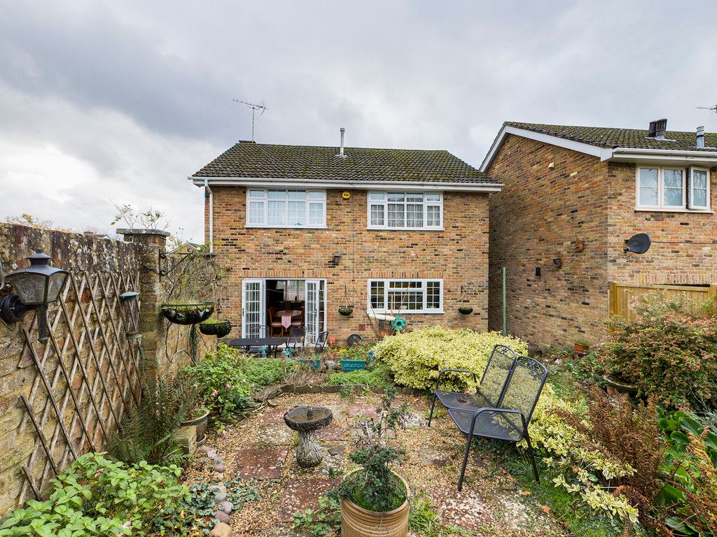 4 bed house for sale in Pheasants Drive, Hazlemere, High Wycombe  - Property Image 3
