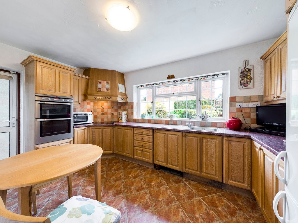 4 bed house for sale in Pheasants Drive, Hazlemere, High Wycombe  - Property Image 4