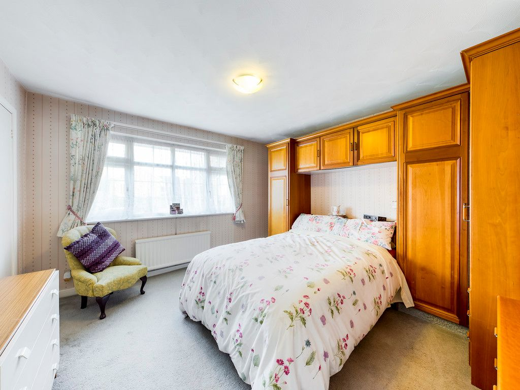 4 bed house for sale in Pheasants Drive, Hazlemere, High Wycombe  - Property Image 5