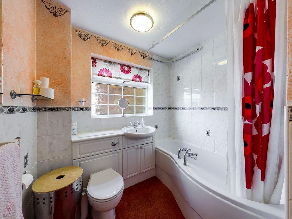 4 bed house for sale in Pheasants Drive, Hazlemere, High Wycombe  - Property Image 6