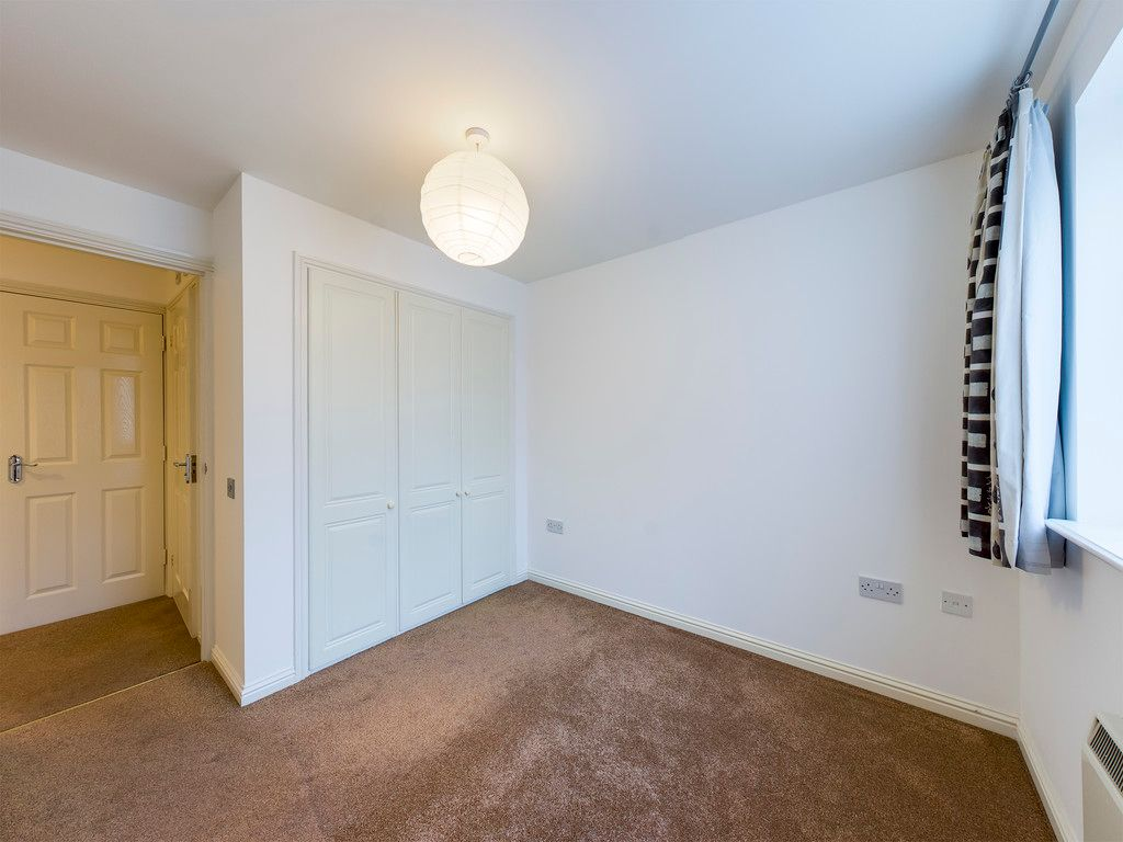 2 bed flat for sale in Princes Gate, High Wycombe  - Property Image 4