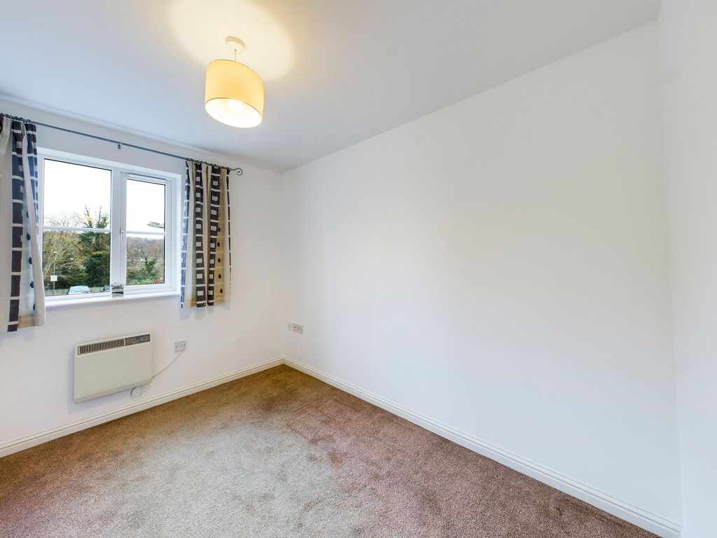2 bed flat for sale in Princes Gate, High Wycombe 5
