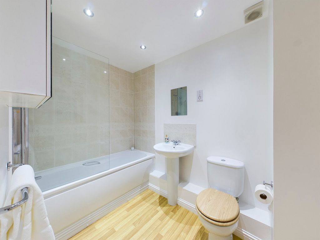 2 bed flat for sale in Princes Gate, High Wycombe  - Property Image 6