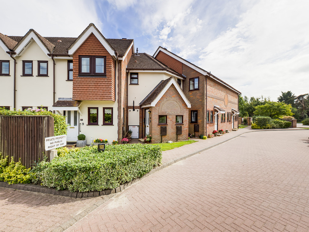 2 bed flat for sale in Giles Gate, Prestwood, Great Missenden, HP16