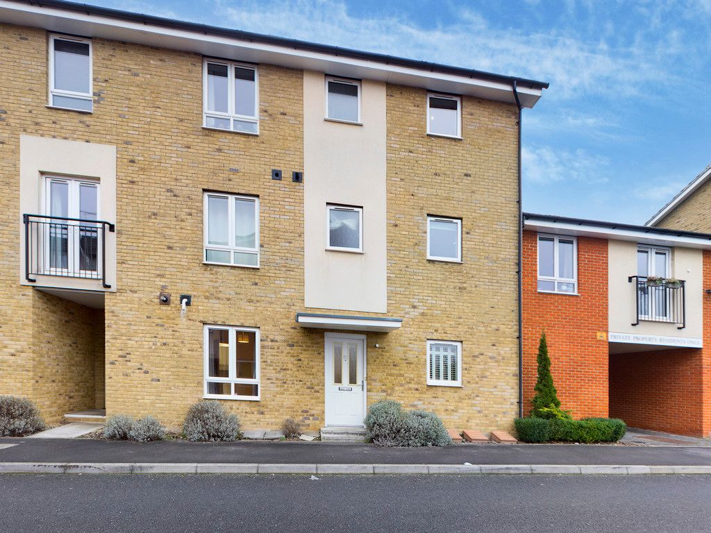 2 bed flat to rent in The Roperies, High Wycombe, HP13