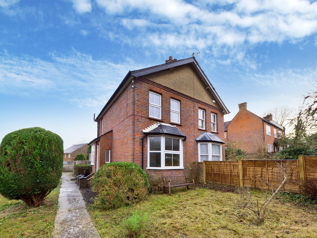 2 bed house to rent in Chapel Lane, High Wycombe, HP12