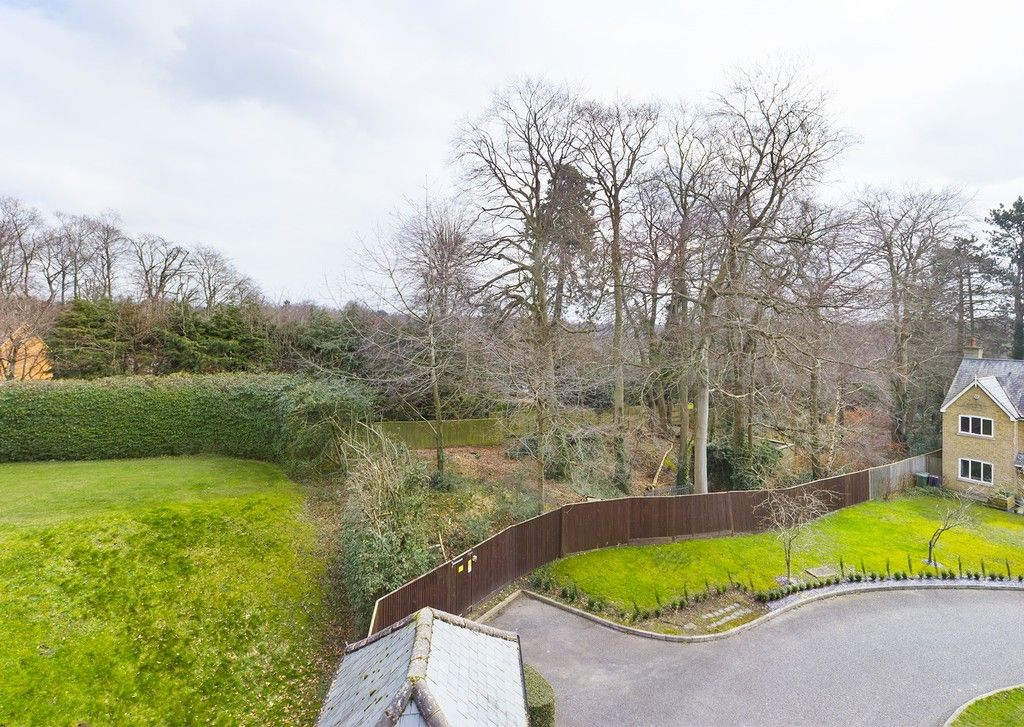 3 bed flat for sale in The Water Gardens, Hazlemere  - Property Image 2