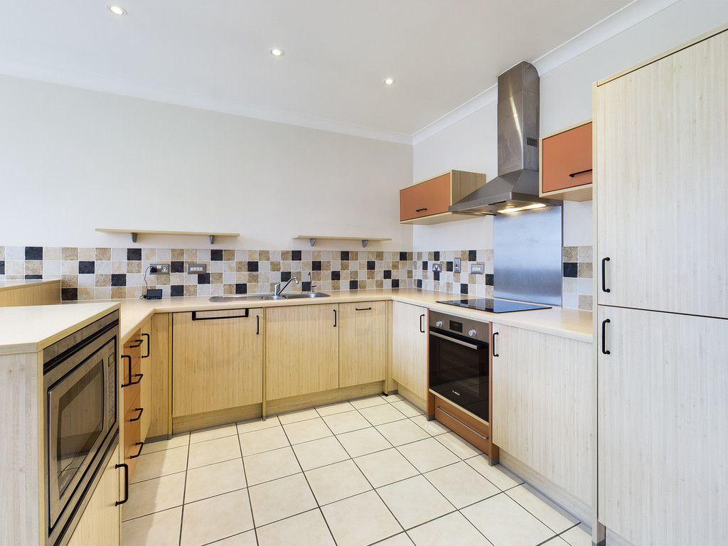 3 bed flat for sale in The Water Gardens, Hazlemere 12