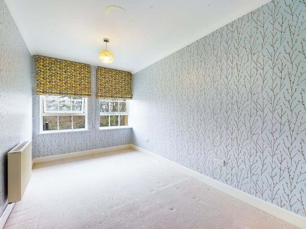 3 bed flat for sale in The Water Gardens, Hazlemere  - Property Image 6