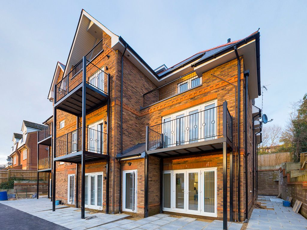 2 bed flat to rent in Birches Rise, High Wycombe, HP12