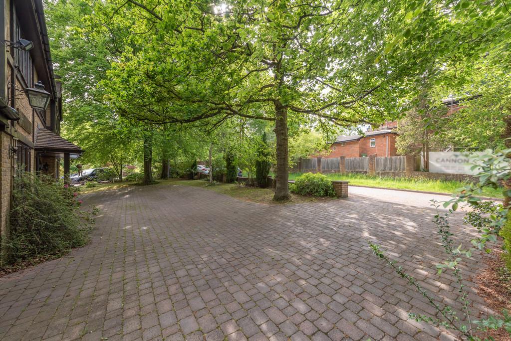 5 bed house for sale in Spruce Dene, Hazlemere  - Property Image 2