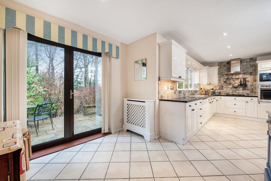 5 bed house for sale in Spruce Dene, Hazlemere 16