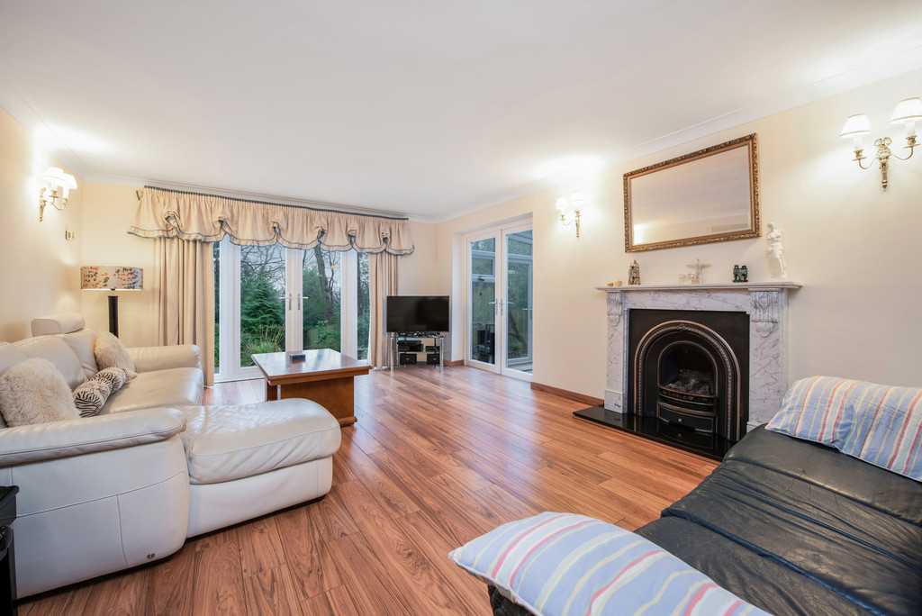 5 bed house for sale in Spruce Dene, Hazlemere  - Property Image 5