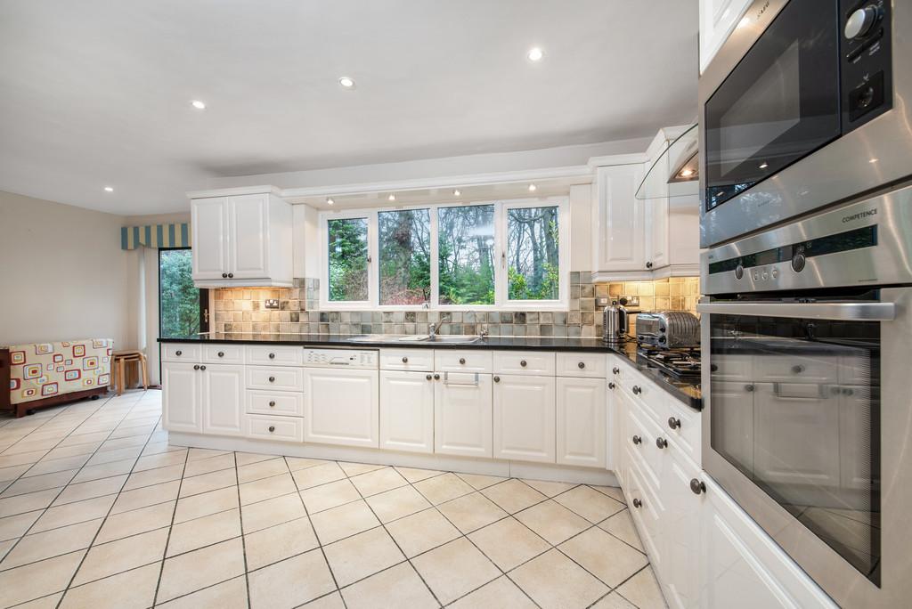 5 bed house for sale in Spruce Dene, Hazlemere  - Property Image 10