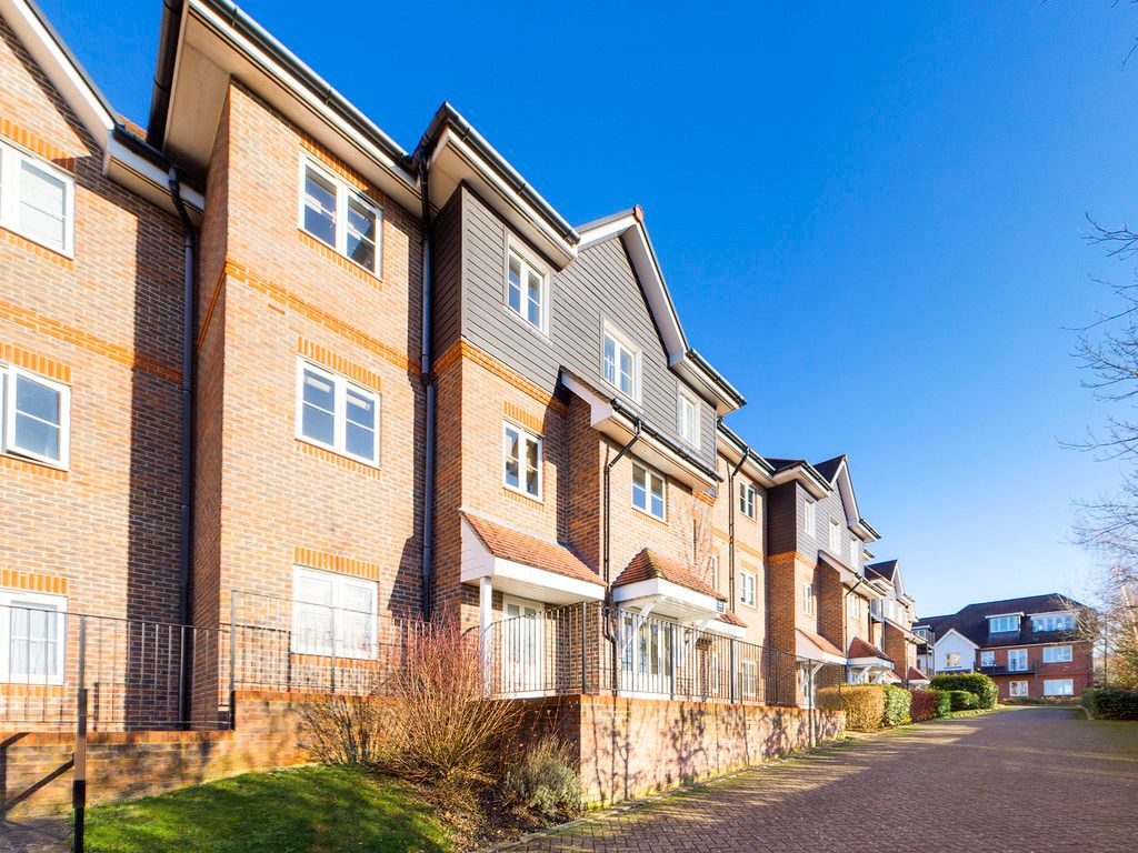 2 bed flat to rent in Freer Crescent, High Wycombe, HP13