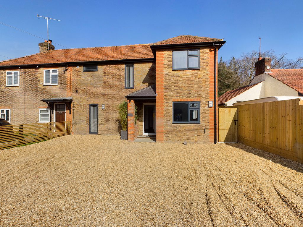 4 bed house for sale in Fennels Way, Flackwell Heath  - Property Image 1