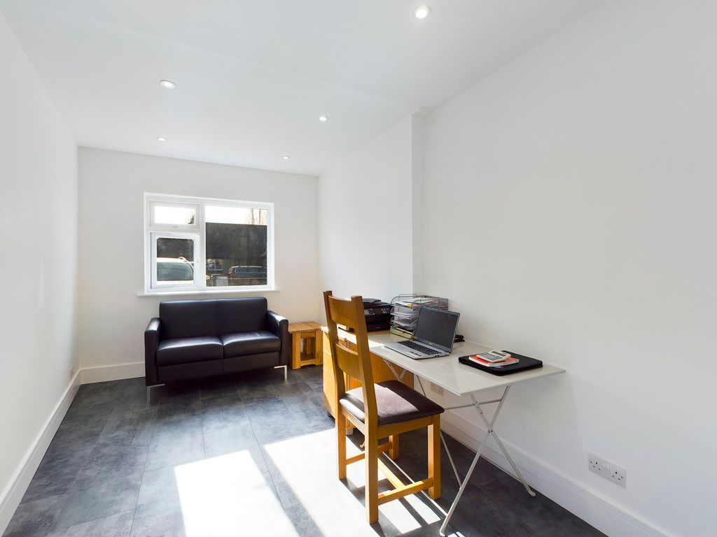 4 bed house for sale in Fennels Way, Flackwell Heath  - Property Image 4